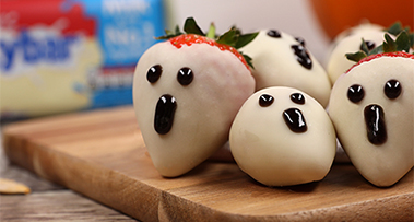 Milkybar<sup>®</sup> and strawberry spooky ghosts