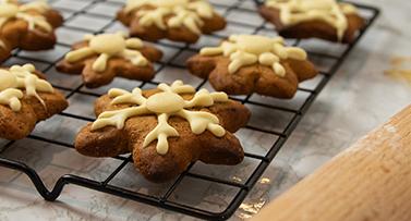 Milkybar<sup>®</sup> & Gingerbread Snowflake Cookies